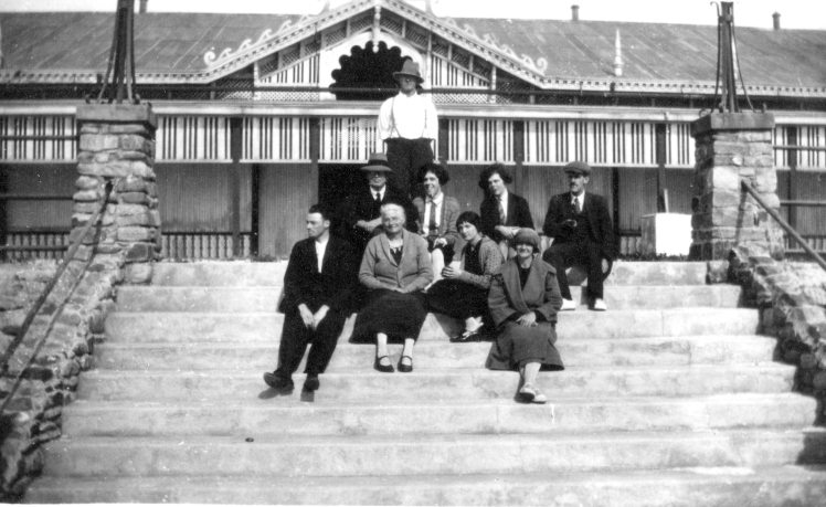 Family group at Weeroona Holiday Camp.jpg 1920s