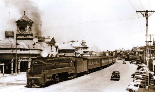 Steam loco in Ellen Street